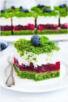 Ciasto leśny mech z malinami Polish Desserts, Polish Recipes, Dessert Drinks, Dessert Recipes, Spinach Cake, Delicious Desserts, Yummy Food, Food Carving, Inside Cake
