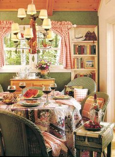 Cheerful Cottage Kitchen...Great Lighting!