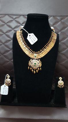 Gold Jewelry Simple, Simple Necklace, Temple Jewellery, Gold Jewellery, Gold Mangalsutra, Gold Designs, Neck Piece, 2020 Design, Indian Jewelry