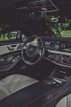 Interior carro de lujo. #Carro #Coche #Azul #Estilo #EstiloAldoConti #Elegancia #Sofistificacion #Car #Glamour