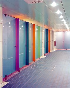 TOILETS Use of colour to laminate finishes a cost effective way to brighten the space Gym Design, Home Office Design, Retail Design, School Design, Commercial Interior Design, Commercial Interiors, Wc Public, Toilette Design, School Bathroom