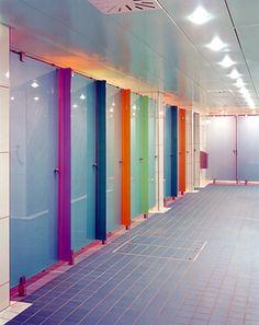 Sanitário Público - divisória vidro colorido Astec