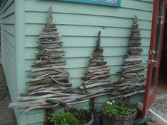 Twig or driftwood Christmas Trees Wooden Christmas Crafts, Driftwood Christmas Tree, Christmas Decorations To Make, Rustic Christmas, Xmas Tree, Christmas Projects, All Things Christmas, Christmas Home, Holiday Crafts