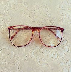 This is an awesome pair of vintage eyeglasses. They are a tortoise shell pattern… Super Glasses, New Glasses, Glasses Online, Glasses Outfit, Zooey Deschanel, Glasses Frames Trendy, Optical Glasses, Hipster, Womens Glasses