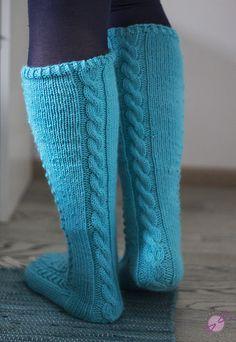 Kerttuilua - LANKAHELVETTI Wool Socks, Knitting Socks, Leg Warmers, Mittens, Handicraft Ideas, Villa, Crafts, Diy, Fashion