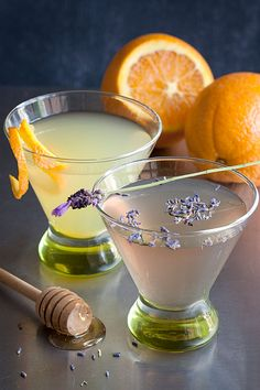 Saturday Sips! The Bee's Knees with Lavender and Orange-Infused Gin #alcohol #gin #party