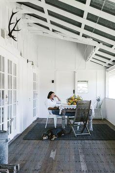 Marnie Hawson, Melbourne interior photographer, for Country Style magazine: Maree Duncombe and Conondale Station, QLD Country Farmhouse Decor, White Farmhouse, Farmhouse Interior, Modern Farmhouse, White Cottage, Country Houses, Country Living, Country Style Magazine, Sunshine Coast