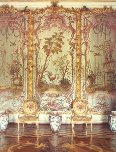The Glass Beaded Salon. Photograph by Fritz von der Schulenburg (click image for larger version)