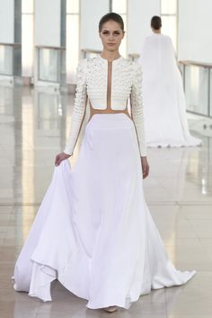 Stéphane Rolland Couture Spring 2015 Runway, Fashion Week, Fashion Shows White Fashion, Love Fashion, Fashion Show, Fashion Design, Couture Fashion, Runway Fashion, 80s Fashion, Fashion News, Korean Fashion