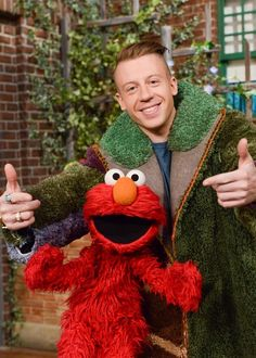 """Check out Macklemore's GROUCHY version of """"Thrift Shop"""" from today's episode! Street Pictures, Pbs Kids, Dumb And Dumber, Puppets, Make Me Smile, I Laughed, Thrifting, Favorite Things, Preschool"""