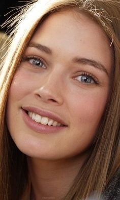 Find images and videos about smile, Doutzen Kroes and vs angel on We Heart It - the app to get lost in what you love. Most Beautiful Faces, Beautiful Eyes, Beautiful Women, Doutzen Kroes, Vogue Korea, Vogue Spain, Christy Turlington, V Magazine, Black And White Portraits