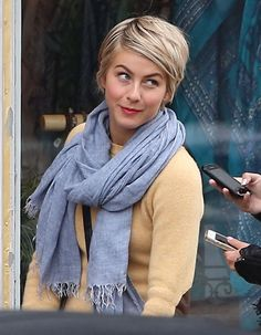 Julianne Hough Photos - Julianne Hough Gets Lunch in LA - Zimbio I love her Pixie hair. GORGEOUS