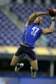 Check out these workout photos of current roster Seattle Seahawks at their respective NFL Scouting Combines. Cat Drooling, Earl Thomas, Russell Wilson, Seattle Seahawks, Champs, Athletes, Nfl, Football, American Football