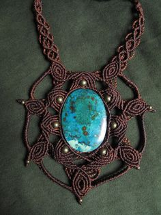 macrame necklace with azurita-chrysocolla door AbstractikaCrafts
