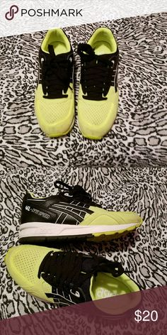 Asics size 7 in women I bouth this tennis here in poshmark but no fixed to me. Shoes Athletic Shoes