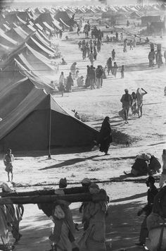 Henri Cartier-Bresson, India, 1947 - a refugee camp for 300.000 people.