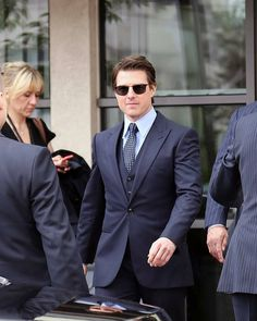 Top Hollywood Actors, Hollywood Stars, Tom Cruise, Cruise Dress, Portrait Photography Men, Family Cruise, Men's Toms, Gentleman Style, American Actors