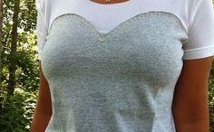 Aprende a reciclar tus camisetas viejas:  http://www.lasmanualidades.com/2011/07/25/aprende-a-reciclar-tus-propias-remeras