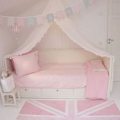 babyzimmer Ikea Hemnes Daybed Can Necklaces Mean a Pain in the Neck? Girls Daybed, Girls Bedroom, Bedroom Decor, Room Girls, Pastel Girls Room, Bedroom Ideas, Childrens Bedroom, Trendy Bedroom, Bedroom Inspiration