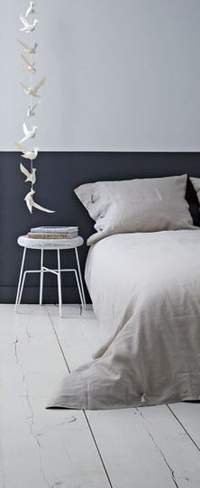 (Upstairs Mid Rm) : Half Painted Walls - charcoal - works so well as a headboard. lets light bounce around the room. let's your eye rest. Living Room Decor Colors Grey, Home Bedroom, Bedroom Decor, Master Bedroom, Nordic Bedroom, Bedrooms, Wall Behind Bed, Half Painted Walls, Interiores Design