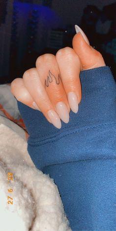 Small Finger Tattoos, Tiny Tattoos For Girls, Finger Tattoo Designs, Best Tattoos For Women, Little Tattoos, Small Tattoos, Finger Tattoos Words, Random Tattoos, Finger Tats