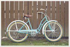 Delicious retro bike - majorly crushing a bike like this Pallet Bike Racks, Bike Hanger, Retro Bike, Push Bikes, Bike Shelf, Old Bicycle, Cycle Chic, Vintage Bicycles, Beautiful Mess