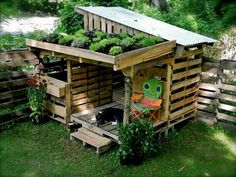 Made out of pallets. Playhouse with planted roof. I'm so in love.