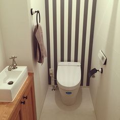 女性で、のアクセントクロス/アクセントウォール/リクシル/リクシルのトイレ/トイレ…などについてのインテリア実例を紹介。「イベント用です☆ 少し疑問に思ったのですが、トイレやキッチンやお風呂などに貼ってある「注意」や「掃除の仕方」とかのシールってすぐはがすものなの???」(この写真は 2016-11-12 23:35:01 に共有されました)