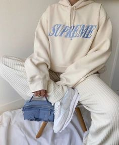 Follow our Pinterest Zaza_muse for more similar pictures :) Instagram: @zaza.muse | cream sweathshirt outfit Mode Outfits, Trendy Outfits, Fall Outfits, Fashion Outfits, Fashion Tips, Swag Fashion, Fashion Hacks, Jeans Fashion, Grunge Fashion