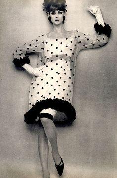 Jean Shrimpton photo by William Klein for Vogue, 1964