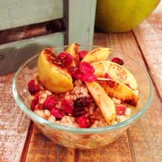 Foodie Friday Cran-Apple Peach Oatmeal With Honey Drizzle Veggie Recipes Healthy, Healthy Foods, Peach Oatmeal, Healthy Munchies, Blogilates, Oatmeal Recipes, Breakfast Recipes, Breakfast Bites, Food And Drink