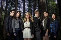Still of Thomas Dekker, Britt Robertson, Phoebe Tonkin, Jessica Parker Kennedy, Shelley Hennig and Louis Hunter in The Secret Circle.Love this show. I hate it has been canceled :( Newest Tv Shows, Great Tv Shows, New Shows, Favorite Tv Shows, Favorite Things, Shows On Netflix, Movies And Tv Shows, Circle Cast, Jessica Parker Kennedy