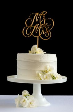 Make your day extra special with a cake topper from Honey & Crisp #caketopper #wedding
