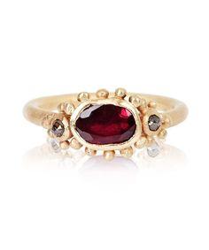 Ruth Tomlinson yellow gold garnet and diamond ring