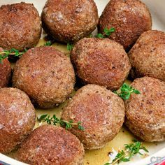 Don't miss the recipe for these delicious Dutch meatballs served with creamy mustard mayonnaise! (in Dutch) Meatball Recipes, Burger Recipes, Beef Recipes, Cooking Recipes, Junk Food, A Food, Good Food, Food And Drink, Amazing Burger