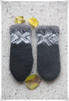 Slippers, Knitting, Fashion, Creative, Moda, Sneakers, Tricot, Fashion Styles, Slipper