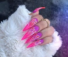 Image about pink in GHetto Nails🖤 by Quo. Aycrlic Nails, Hot Nails, Nail Manicure, Acrylic Nails Stiletto, Best Acrylic Nails, Purple Stiletto Nails, Ghetto Nails, Sharp Nails, Fire Nails