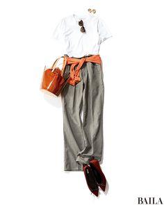 きれいめTシャツ×グレータックパンツのコーデは、きれいめで通勤にももってこい。今っぽいテイストを取り入れたいなら、旬のオレンジカーデを加えて! 腰にくるっと巻けば、ウエストマークを強調し、スタイルアップを叶えてくれます。もちろん、はおっても顔周りが華やぎ、好感度がUP♪ Tシャツ・・・