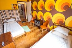 Twin and double rooms with cool interiors at the Casa, for low budget travelers in Budapest.