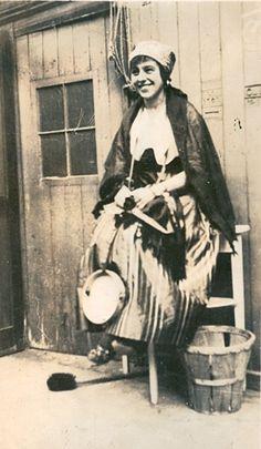 1915 photo of Gypsy girl http://myinwood.net/a-band-of-gypsies/