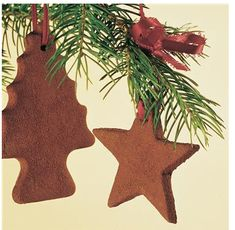 How to delightful smelling Christmas decorations: Cinnamon ornaments! A classic fav.