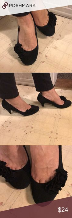 Steve Madden heels Black leather upper heels. Great condition with frill in front of the toe. Steve Madden Shoes Heels