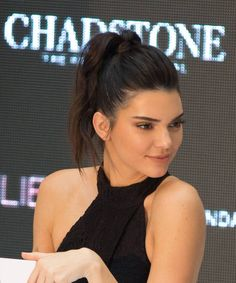 Coleta alta con tupé: Kendall Jenner