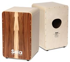 Great natural look - this is the Sela CaSela Satin Nuss. The body consists of an extra-strong 15 mm birch body with 11 layers. The appearance of this cajon is completed by our exchangeable Sela Thin Splash playing surface.