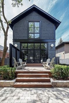 Ingenious Ideas Black Exterior Paint Architecture - Modern Home Design With Our Architects Exterior Paint Colors, Exterior Design, Brick Design, Black House Exterior, Wall Exterior, Grey Exterior, Black Windows Exterior, Grey Siding House, Gray Siding