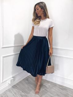 43 Chic Spring Work Outfits Ideas For Women With Short Skirt.- 43 Chic Spring Work Outfits Ideas For Women With Short Skirt 2019 Gorgeous 43 Chic Spring Work Outfits Ideas For Women With Short Skirt 2019 - Spring Work Outfits, Casual Work Outfits, Professional Outfits, Winter Fashion Outfits, Mode Outfits, Work Fashion, Work Casual, Summer Outfits For Work, Fall Outfits