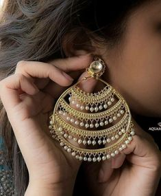 Make a statement with these beautiful and big earrings with lines of gold and pearls. Available at Aquamarine. Indian Bridal Jewelry Sets, Indian Jewelry Earrings, Jewelry Design Earrings, Silver Jewellery Indian, Gold Earrings Designs, Ear Jewelry, Big Earrings, Gold Jewelry, Tikka Jewelry