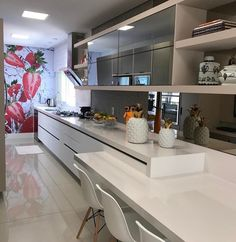 Bege branco e espelho na linda cozinha by Giovane Designer.  Amei! @pontodecor  www.homeidea.com.br |  Face: /bloghomeidea #bloghomeidea #olioliteam #arquitetura #ambiente #archdecor #archdesign #hi  #homestyle #home #homedecor #pontodecor #homedesign #photooftheday #love #interiordesign #interiores  #cute #picoftheday #decoration #world  #lovedecor #architecture #archlovers #inspiration #project #regram #cozinha