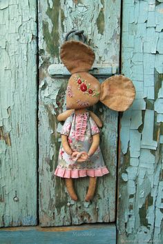 Mouse-noshushka casa anjo chebbi rosa borgonha cinza - comprar na loja online no Masters Feira com entrega - Cotton Decor, Cute Stuffed Animals, Fabric Toys, Christmas Sewing, Sewing Dolls, Doll Maker, Handmade Felt, Felt Dolls, Soft Sculpture