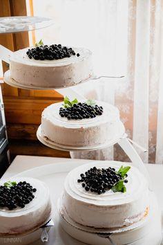 Hääkuvaus / Wedding photography.  Wedding cake  Linnan Juhlakuva Wedding Cakes, Wedding Photography, Fruit, Food, Wedding Gown Cakes, Essen, Cake Wedding, Meals, Wedding Photos